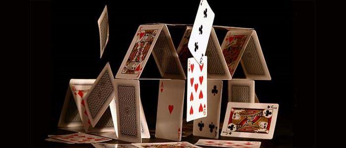 Risultati immagini per castello di carte